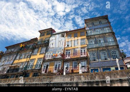 alte bunte h user in ribeira porto portugal stockfoto bild 169906421 alamy. Black Bedroom Furniture Sets. Home Design Ideas