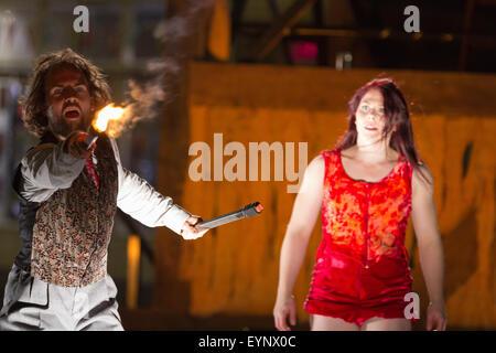 Stockton, UK, Samstag, 1. August 2015. Tänzer Gavin Coward und Natalie Trewinnard in Love Struck, eine Tanz-Theater - Stockfoto