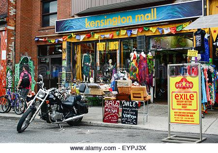 Die neue Fußgängerzone Sonntage Feier im Kesington Markt. Kensington Market ist eine markante multikulturelle Nachbarschaft - Stockfoto