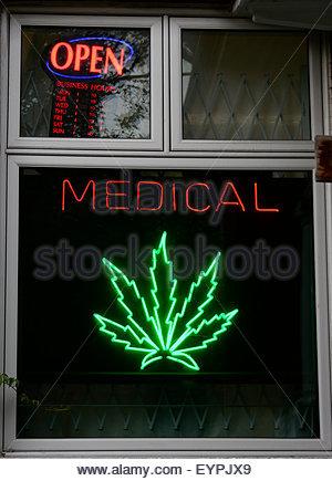 Medizinische Marihuana die neue Fußgängerzone Sonntage Feier im Kesington Markt. Kensington Market ist eine markante - Stockfoto
