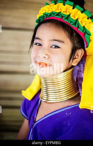 Junges Mädchen des Kayan Stammes in Chiang Mai, Thailand, Asien. - Stockfoto