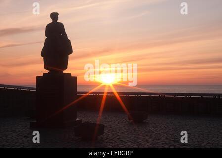 Statue für das Ertrinken Fishingman in Urk, Niederlande - Stockfoto