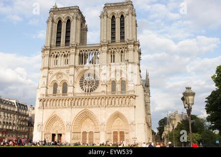 Der Westfassade von Notre-Dame de Paris. - Stockfoto