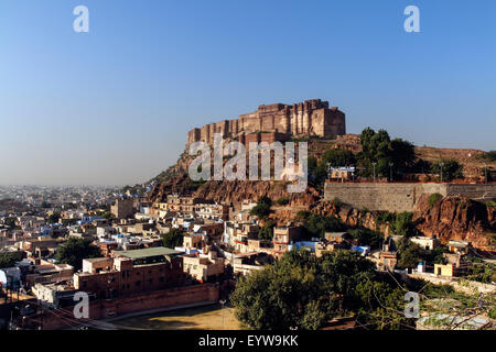 Mehrangarh Fort Meherangarh, auf dem Hügel, blaue Stadt Jodhpur, Rajasthan, Indien
