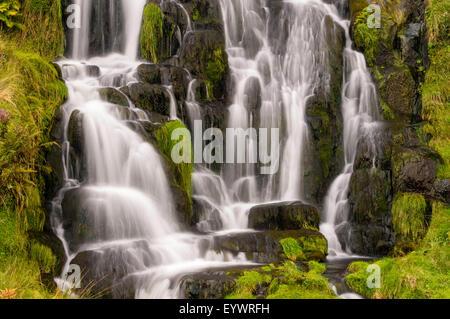 Wasserfall in der Nähe von Old Man of Storr auf der Isle Of Skye, innere Hebriden, Schottland, Vereinigtes Königreich, - Stockfoto