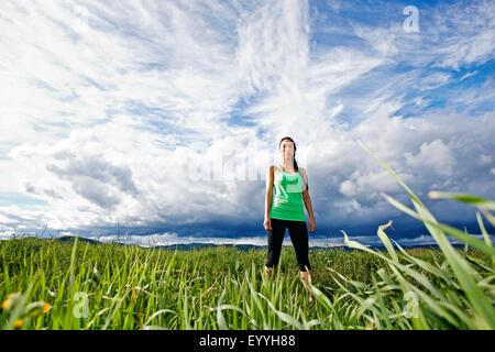 Gemischte Rassen Athlet im ländlichen Bereich stehen Stockfoto
