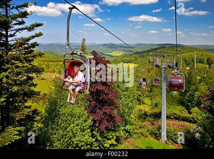 Eltern Mit Kindern In Einem Sessellift Am Panoramapark Kirchhundem