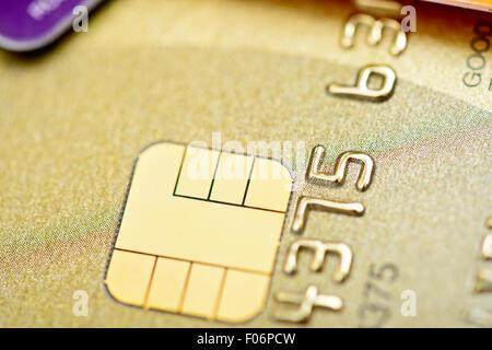 Goldene Bank Kreditkarten mit Chip-Makro - Stockfoto