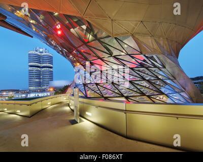 Frontglas Fassade der BMW Welt in München, Deutschland - Stockfoto