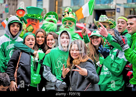 NEW YORK, NY, USA - 17 MAR: St. Patricks Day Parade am 17. März 2014 in New York City, USA. - Stockfoto