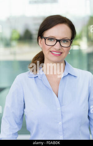 Porträt von lächelnden Reife Frau - Stockfoto
