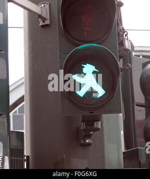 Kreuzung Ampel grün Ampelmann Berlin - Stockfoto