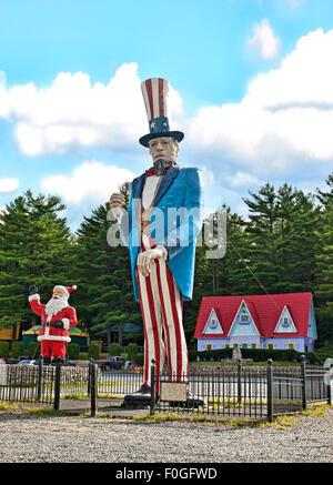 Lake George, New York, USA-August 13,2015. Eingang zum Zauberwald, Märchen inspiriert Familienpark in der Resort - Stockfoto