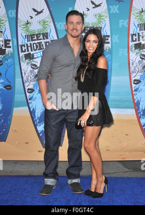 LOS ANGELES, CA - 8. August 2010: Jenna Dewan & Channing Tatum in der 2010 Teen Choice Awards im Gibson Amphitheatre, - Stockfoto