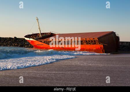 Luno Schiffswrack am Strand von Anglet im März 2014, Frankreich. - Stockfoto