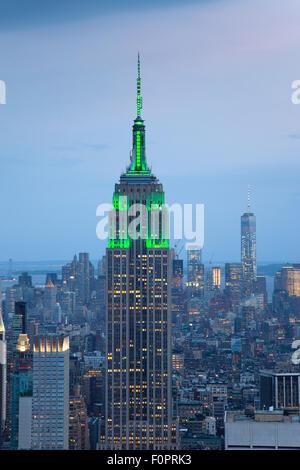USA, New York State, New York City, Manhattan, Skyline der Stadt von oben auf das Rockefeller Center gesehen. - Stockfoto