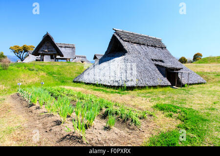 Japan, Yoshinogari Eisenzeit Historical Park. Minami-no-mura, South Village, rekonstruiert Yayoi Zeitraum Eisen - Stockfoto