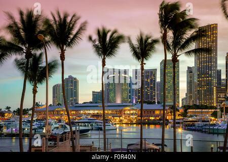 Miami, Bayside Mall in der Abenddämmerung - Stockfoto