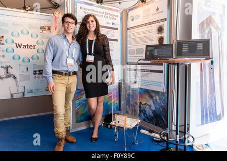 Stockholm, Schweden. 23. August 2015. Delegierte aus Israel zeigen ihre Wasser-Idee für den Junior Water Prize 2015 - Stockfoto