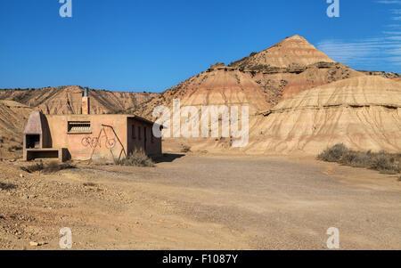 Verlassene Hütte in Bardenas Reales, Navarra, Spanien. - Stockfoto