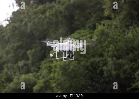 DJI-RC Drohne GPS-gesteuerte Quadrocopter fliegen Mombasa Kenia - Stockfoto