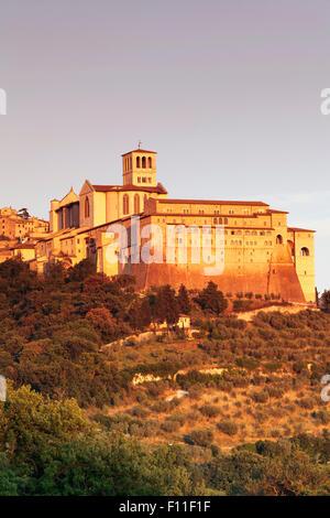 Basilica di San Francesco, Assisi, UNESCO-Weltkulturerbe, Provinz Perugia, Umbrien, Italien - Stockfoto