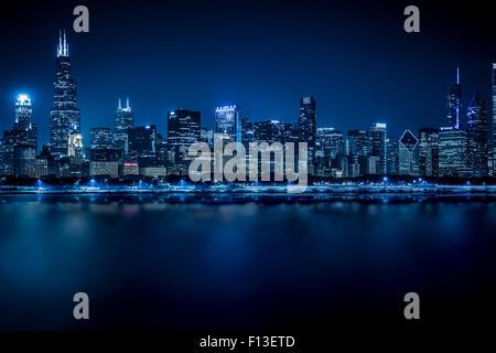 Chicago Skyline bei Nacht, Illinois, USA - Stockfoto