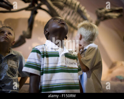 USA, Utah, Lehi, jungen (6-9) im Museum der Dinosaurier - Stockfoto