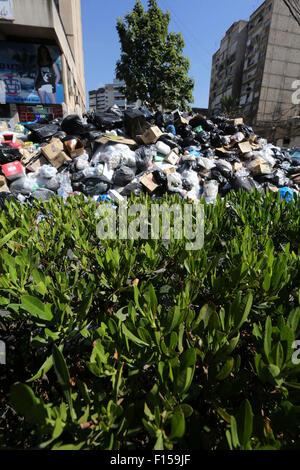Beirut, Libanon. 27. August 2015. Berge von Müll werden in der libanesischen Hauptstadt Beirut am 27. August 2015 - Stockfoto