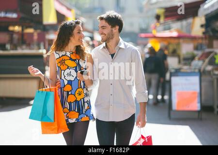 Paar, Einkaufen in Paris - Stockfoto