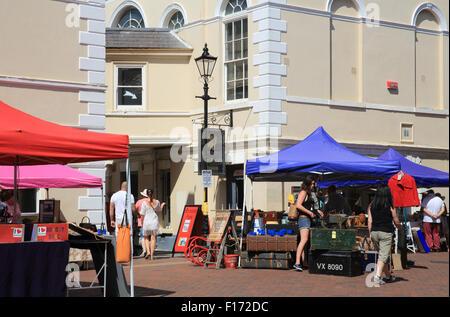 Der Sonntagsmarkt in der Altstädter Ring, in der Küstenstadt Margate auf der Isle Of Thanet in Kent, England, UK - Stockfoto