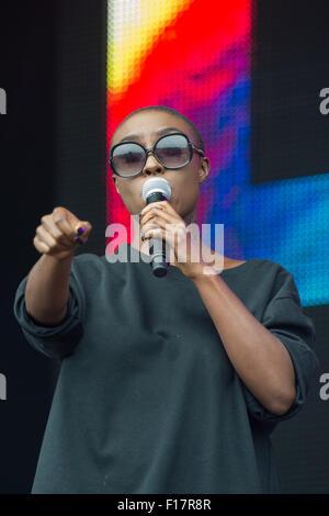 Portsmouth, UK. 29. August 2015. Siegreiche Festival - Samstag. Laura Mvula führt am Main, gemeinsame Bühne auf - Stockfoto