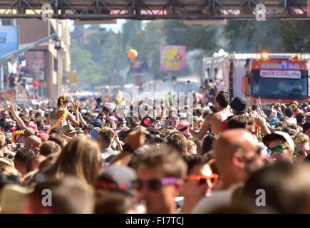 Zürich, Schweiz. 29. August 2015. 1 Million Menschen tanzen und feiern in Zürich Streetparade während die Parade - Stockfoto