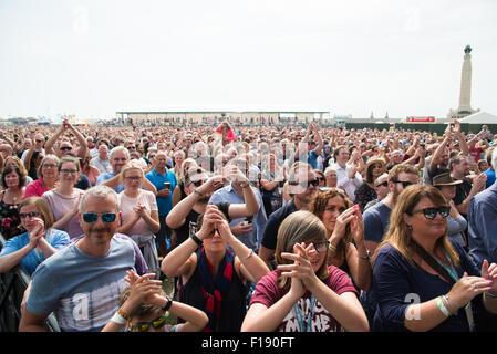 Portsmouth, UK. 29. August 2015. Siegreiche Festival - Samstag. Große Menschenmengen versammeln sich auf der gemeinsamen - Stockfoto