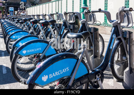 Eine Reihe von Barclay die Leihräder gebrandmarkt. - Stockfoto