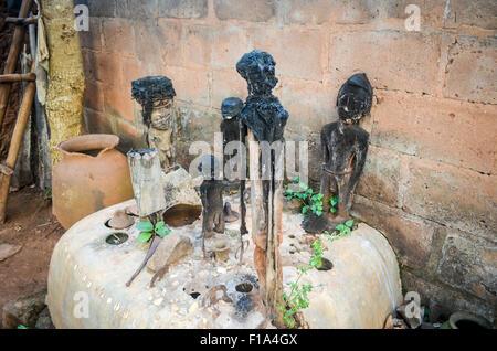Voodoo-Statuen verwendet für Voodoo-Zeremonien in Abomey, Benin - Stockfoto