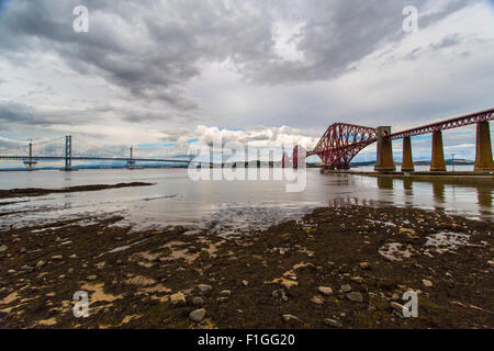 Firth of Forth Road Bridge, Queensferry Schottland.  Zweite längste freitragende Brücke der Welt - Stockfoto