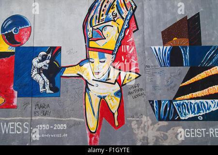 """Wandbild """"Geist-Reise"""" von Andy Weiss auf der East Side Gallery, Berlin, Deutschland. - Stockfoto"""