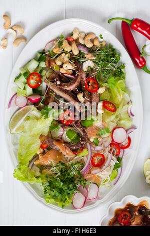 Orientalischen Stil Rindfleischsalat - Stockfoto