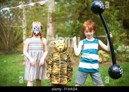 Gruppe von Kindern tragen Fancy Dress Kostüme, Porträt - Stockfoto