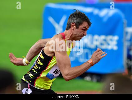Zürich, Schweiz. 03rd Sep 2015. Thomas Barr (IRL) am Anfang der 400m Hürden Rennen in 2015 Zürich IAAF Diamond League - Stockfoto