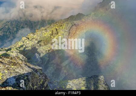 Sonnenaufgang-Berglandschaft. Ein Brocken Gespenst in hohen Tatra, Slowakei. - Stockfoto