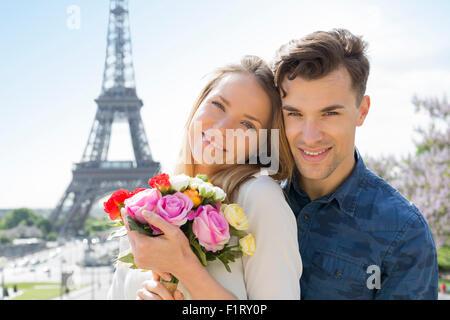 Paar Partnersuche in Paris - Stockfoto