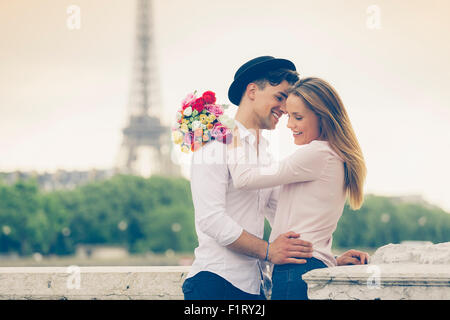 Paar Partnersuche in Paris - Stockfoto