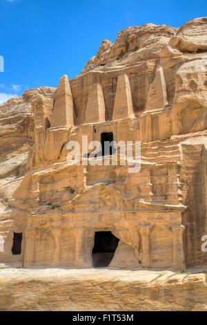 Obelisk Grab (Oberwagen), Bab als Sig Triclinium (Unterbau), Petra, UNESCO-Weltkulturerbe, Jordanien, Naher Osten - Stockfoto