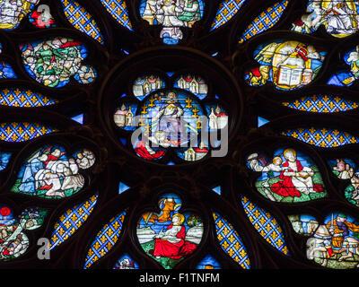Detail aus der Rosette auf der Rückseite der Sainte-Chapelle. Der Mitte der Rosette auf der Rückseite Stainte Chapelle. - Stockfoto