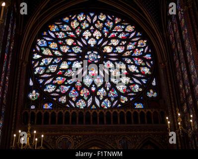 Rosette an der Rückseite der Sainte-Chapelle. Die große Rosette auf der Rückseite Sainte Chapelle.  Es zeigt die - Stockfoto