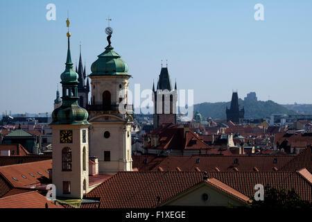 Kirchtürme und Dächer von Prag Skyline in Prag, Tschechische Republik, Europa - Stockfoto