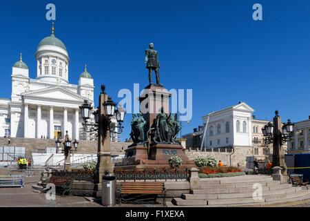 Bronzestatue von Kaiser Alexander II. im Zentrum von Helsinki Senate Square, Helsinki, Finnland - Stockfoto