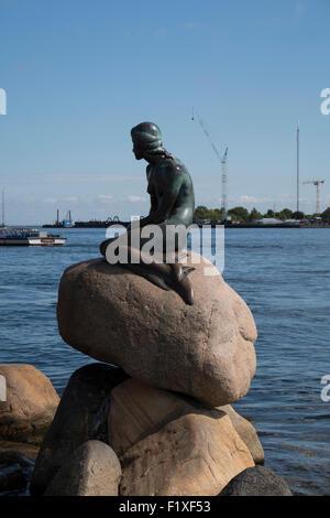 Die Statue der kleinen Meerjungfrau in Kopenhagen, Dänemark, Europa - Stockfoto